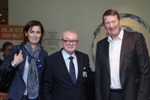 Voorzitter Paul Monteiro tussen vertegenwoordigers van de Franse zusterorganisatie Association Française du Vitiligo. Rechts de président Jan-Marie Meurant.